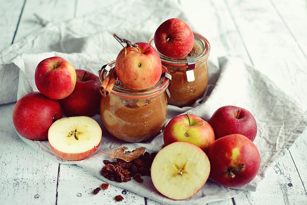 Mus jabłkowy z rodzynkami
